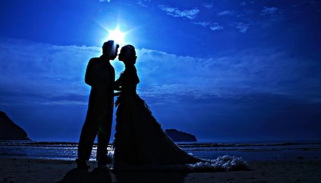 Silhouet paar liefde en romantisch