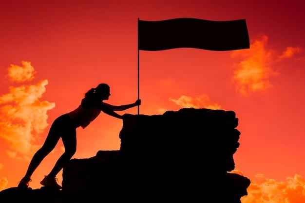 Silhouet sportieve vrouw. zakelijk succes en doel concept. sterk en gezond voor buitenactiviteiten.