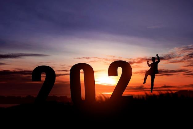 Silhouet van bedrijfsmensen die het nieuwe jaar vieren. gelukkig nieuwjaar 2021