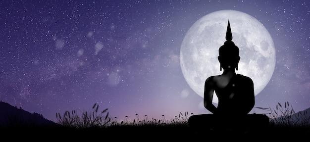 Silhouet van boeddha die 's nachts met volle maanlicht bemiddelt. magha puja, asanha puja en visakha puja-dag. boeddhistische vakantie concept.