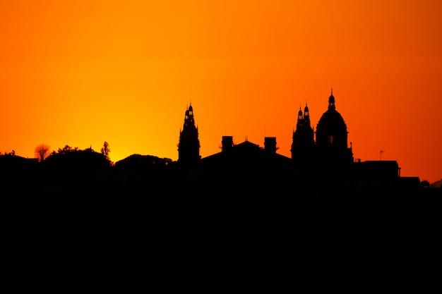 Silhouet van een nationaal museum in barcelona, spanje