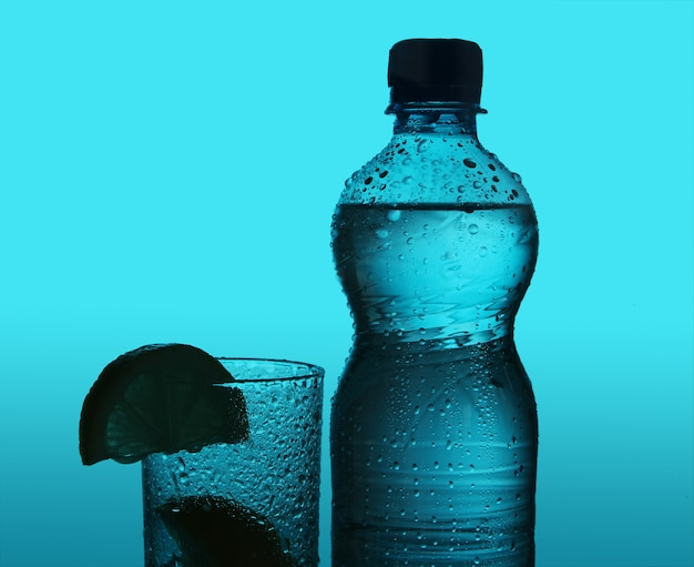 Silhouet van fles en glas