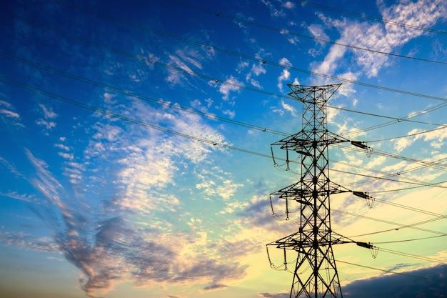 Silhouet van hoogspanning elektrische paal structuur