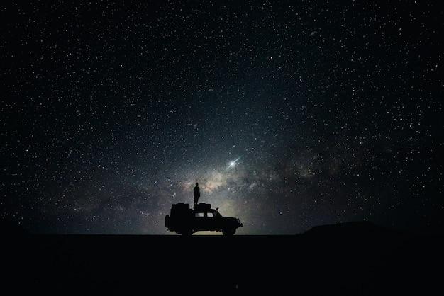 Silhouet van off-road auto