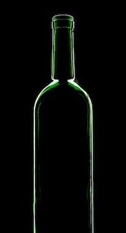 Silhouet van wijnfles. geïsoleerd op zwart