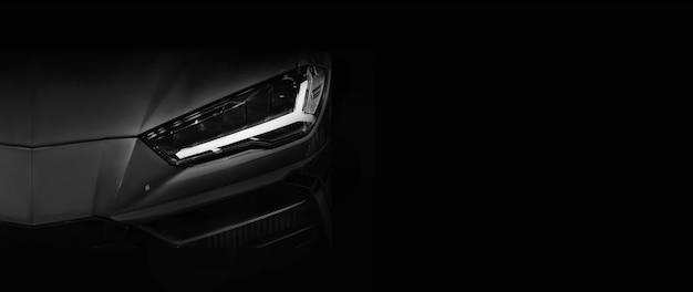 Silhouet van zwarte sportwagen met led-koplampen op zwarte achtergrond