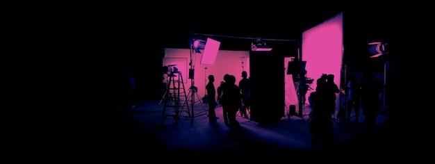 Silhouetbeelden van filmproductie achter de schermen of broll van het maken van video-commerciële film