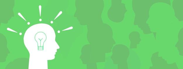 Silhouetten van veelkleurige hoofden van een menigte mensen idee