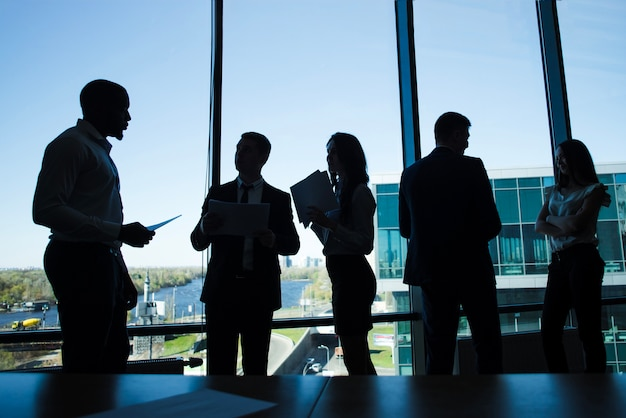 Silhouetten van zakenmensen