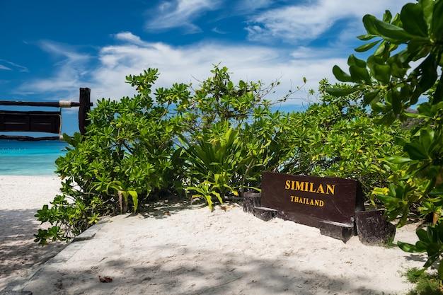 Similan-eiland bij bannercontrolepost