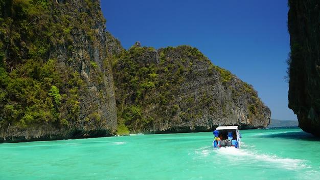 Similan-eilanden, thailand. tropisch landschap. reizen in azië concept. mijlpaal van thailand.