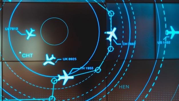 Simulatiescherm met verschillende vluchten voor transport en passagiers.