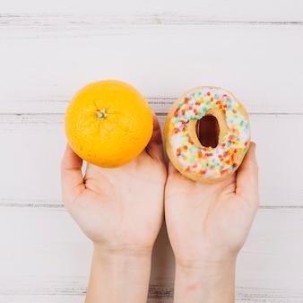 Sinaasappel en doughnut