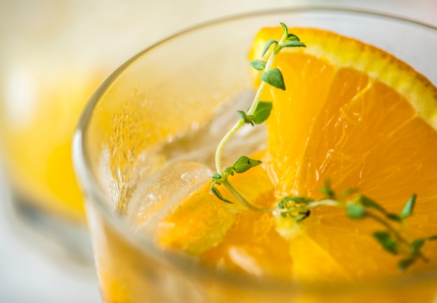 Sinaasappel en thyme gegoten waterrecept