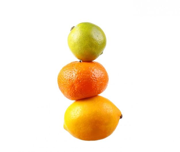 Sinaasappel, limoen, citroen geïsoleerd