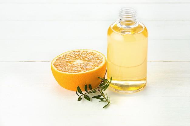 Sinaasappelenolie en sinaasappel