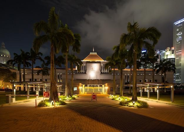 Singapore - 17 oktober 2014: het parlementsgebouw van singapore is een openbaar gebouw en een cultureel monument en herbergt het parlement van singapore.