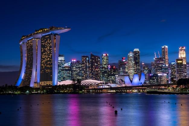 Singapore wolkenkrabbers 's nachts