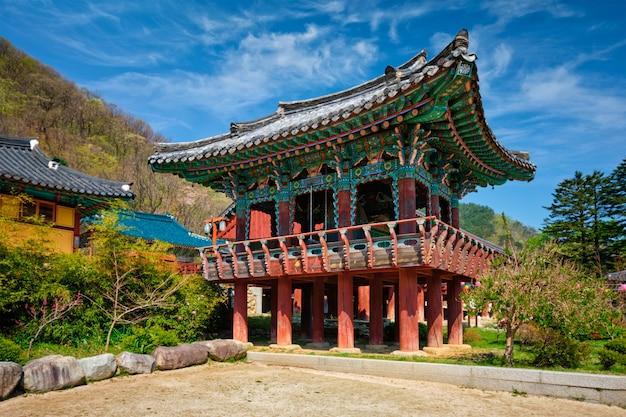 Sinheungsa-tempel in seoraksan national park, seoraksan, zuid-korea Premium Foto