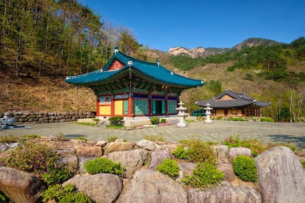Sinheungsa tempel in seoraksan national park, soraksan, zuid-korea