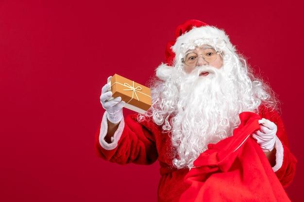 Sinterklaas met cadeautjes