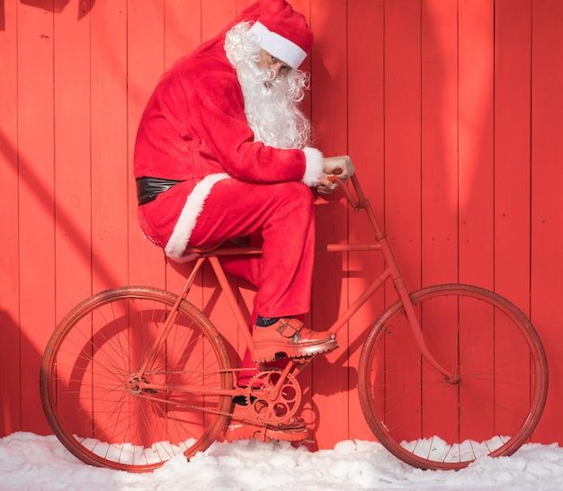 Sinterklaas op een rode fiets