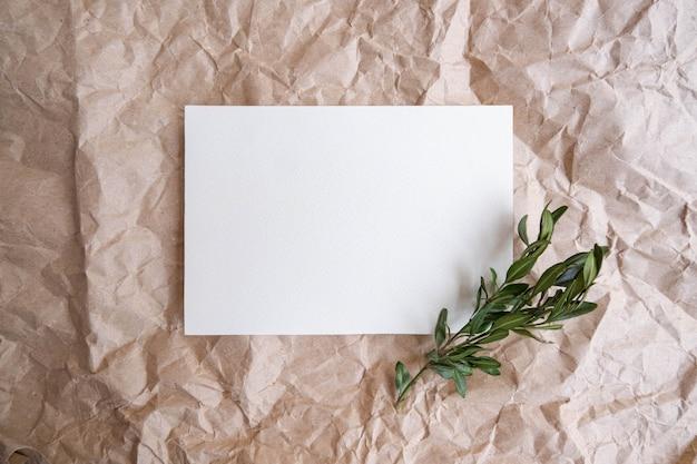 Sjabloon voor visitekaartjes op kraftpapier