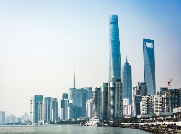 Sjanghai skyline in zonnige dag, china