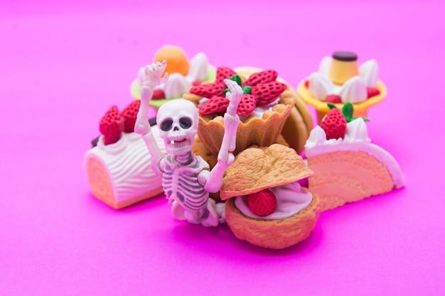 Skelet en bakkerij, eet tot de dood met zoete desserts.