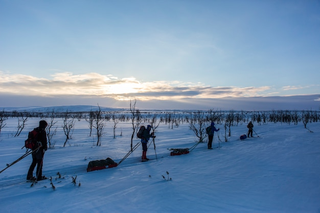 Ski-expeditie in nuorgam, lapland, finland