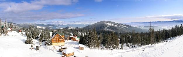 Skichalet in bergdorp