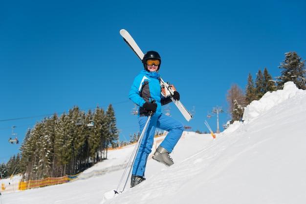 Skiër in de bergen