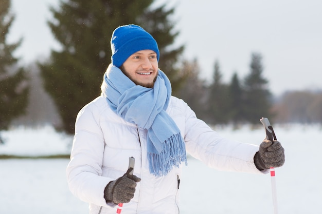 Skiër in park