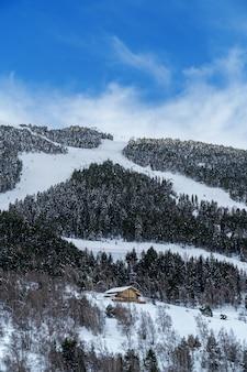 Skigebied van grandvalira in de pyreneeën van andorra.