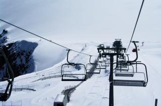 Skilift in de bergen, reis