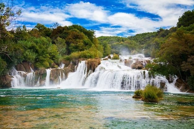 Skradinski buk-waterval in nationaal park krka, kroatië