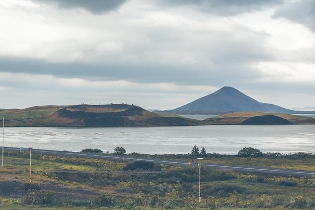 Skutustadagigar pseudocraters dichtbij skutustadir dorp in het gebied van meer myvatn ijsland