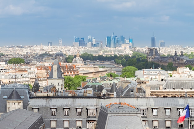 Skyline van de stad parijs op zomerdag, frankrijk
