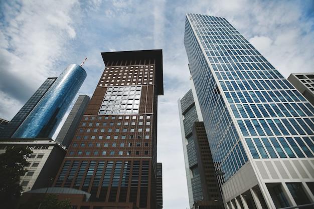 Skyline van frankfurt stad, centrum wolkenkrabbers kantoorgebouwen van moderne megalopolis, financieel centrum
