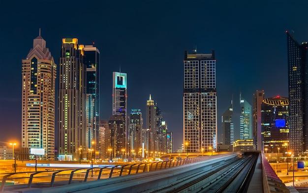 Skyline van het centrum van dubai, de verenigde arabische emiraten