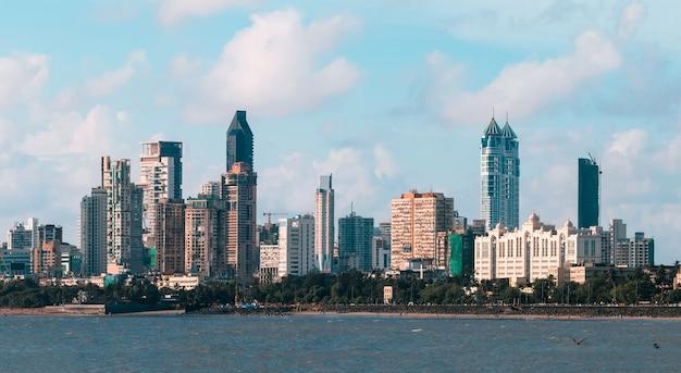Skyline van mumbai gezien vanaf marine drive south mumbai