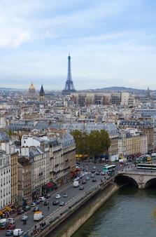 Skyline van parijs stad met eiffeltoren, frankrijk