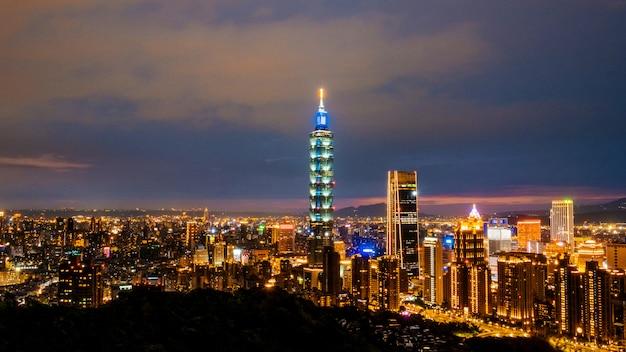 Skyline van taipei stadsgezicht taipei 101 gebouw van taipei financiële stad, taiwan