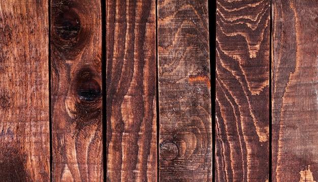 Sla op houten tafel. bovenaanzicht, kopieer ruimte