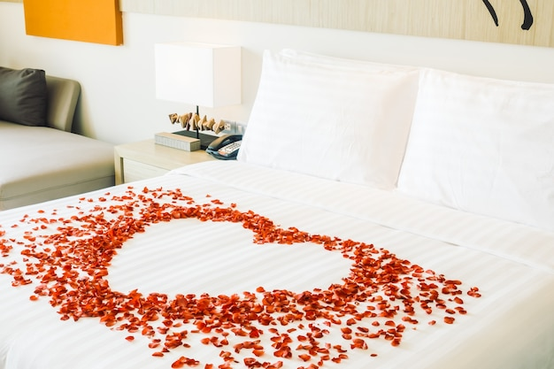 Slaapkamer flower room bed schoon