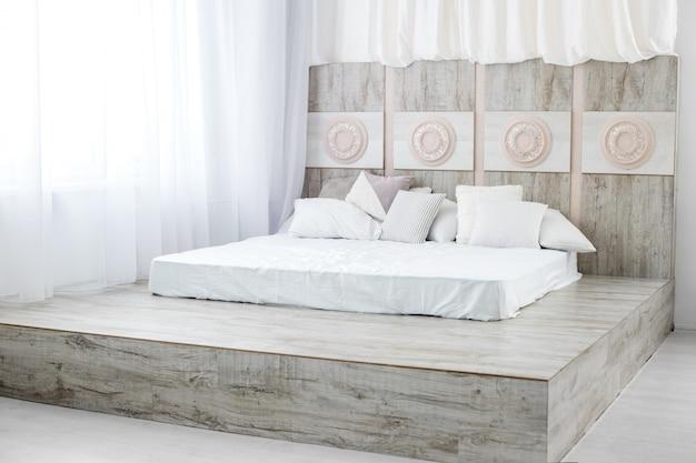 Slaapkamer met een bed