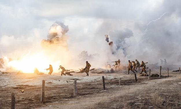 Slagveld. wederopbouw van de slag om de tweede wereldoorlog. strijd om sevastopol. reconstructie van de strijd met explosies.