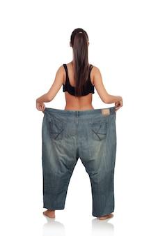 Slanke vrouw terug met enorme broek