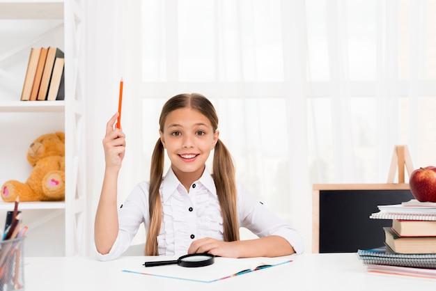 Slim schoolmeisje dat idee heeft