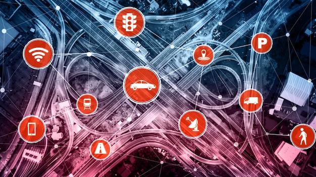 Slimme transporttechnologie concept voor toekomstig autoverkeer op de weg